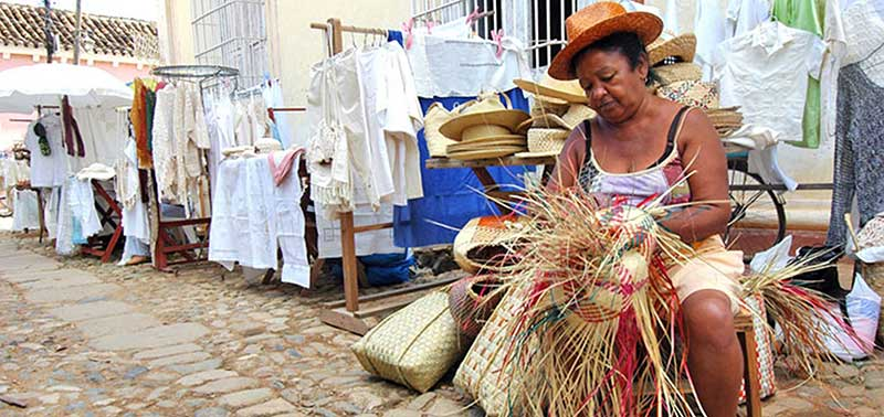 woman weaving in trinidad cuba